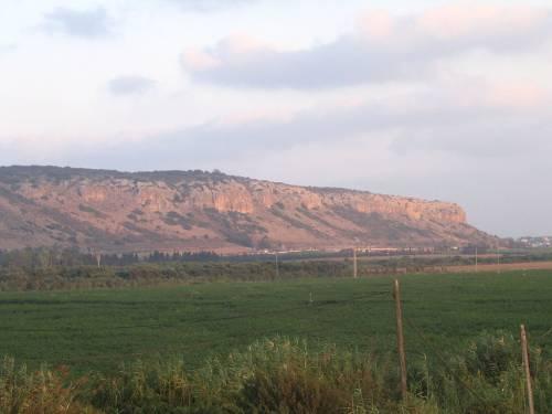 Вид на гору Кармель с юго-запада со стороны кибуца Мааган-Михаэль.