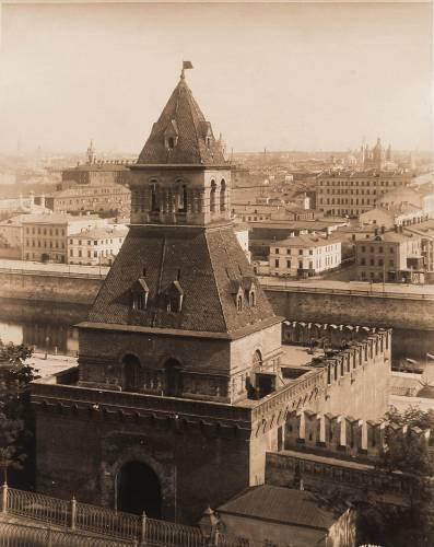 Москва Тайницкая башня Кремля